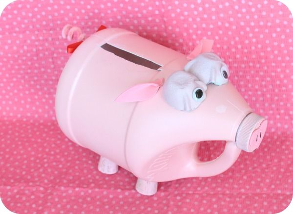 @Katie Mills Pretty Little Piggy Valentine's Box  tutorial ~ made using a Clorox bottle - I think we may have a vinager bottle that would work for this not sure bout using a bleach bottle