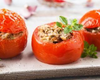 Tomates farcies faciles au quinoa : http://www.fourchette-et-bikini.fr/recettes/recettes-minceur/tomates-farcies-faciles-au-quinoa.html