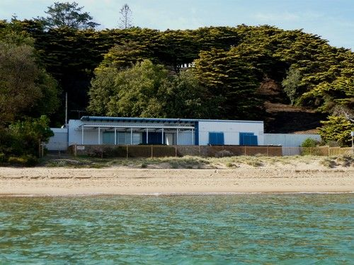 Sir Reg Ansett's former Beach House at Mt Eliza (2009). This house is on the former Ansett property that was bought by Chas Jacobsen, in 2006
