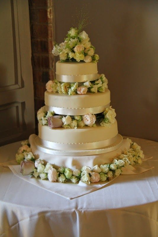 Laneshawbridge wedding cakes