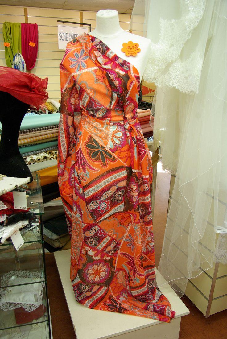 Idéal pour une tenue estivale toute en légèreté, ce tissu est disponible au rayon Couture & Haute Couture de votre magasin Ellen Décoration.