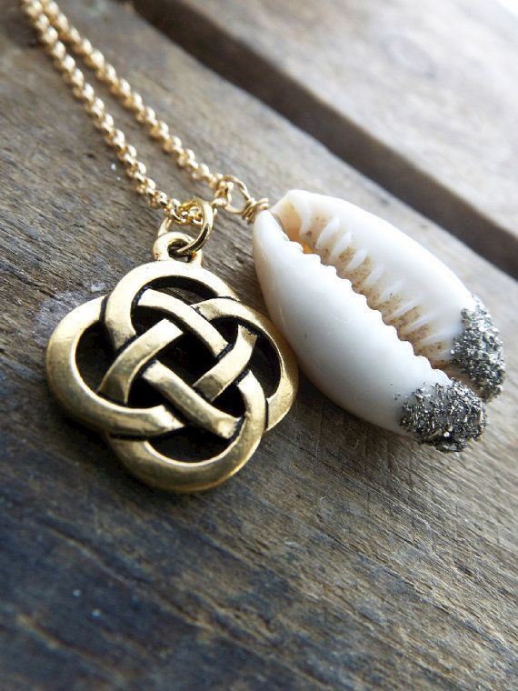 Reina Del Mar  Celtic Knot Necklace  Irish Knot  Bronze by LovGeo