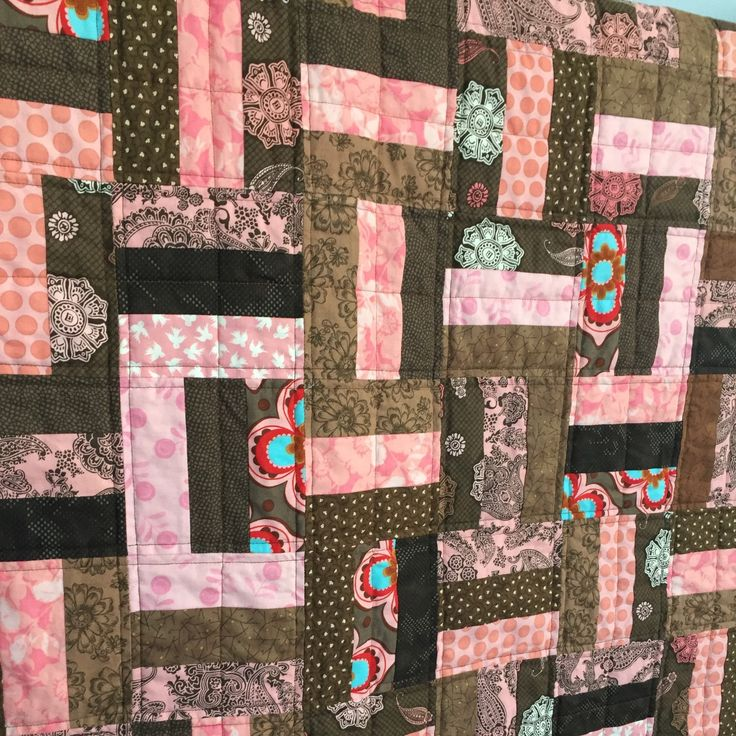 Another sweet baby quilt that needs a home & a baby to snuggle. A great deal right now with FREE SHIPPING Canada & US til Jan 31. With the low 🇨🇦 dollar, a bargain for US residents! I also make quilts to order & can personalize a quilt in my shop too.