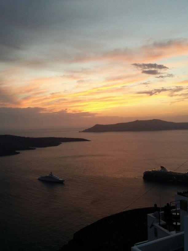 No words..#santorini #sunset