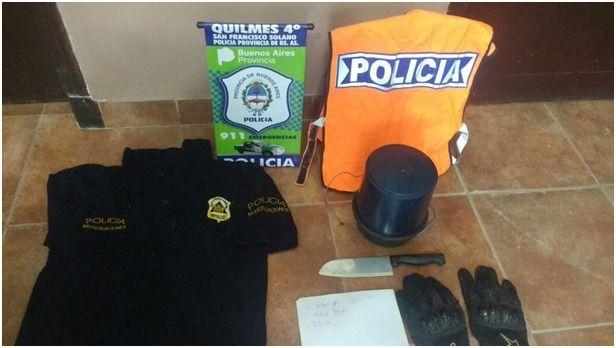Cayó banda de Poli Truchos: Se disfrazaban de oficiales para distraer a las víctimas   Operaban en Quilmes. Hay tres detenidos.  Tres sujetos de 19 20 y 22 años que se dedicaban a cometer ilícitos en Quilmes disfrazados de policías fueron aprehendidos en las últimas horas tras un procedimiento realizado por efectivos de la fuerza de seguridad de la provincia de Buenos Aires.  Las detenciones se produjeron cuando los maleantes escapaban de un intento de robo en la vía pública que habían…