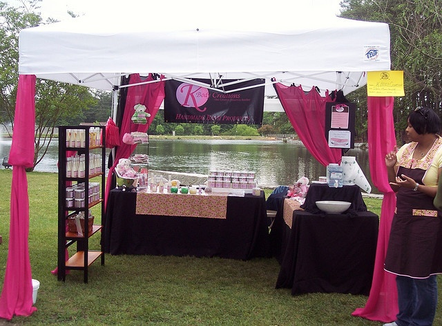 Someone posted a picture of my 2008 craft fair display. & 17 best Tent\booth displays images on Pinterest | Display ideas ...