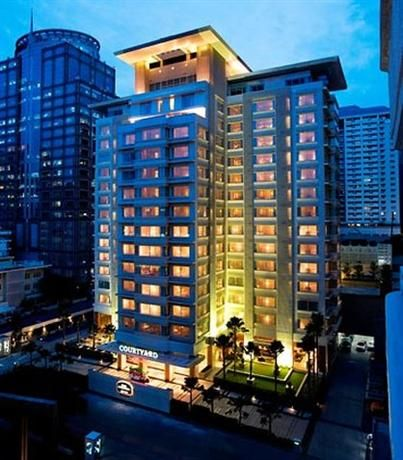 OopsnewsHotels - Courtyard by Marriott Hotel Bangkok. Courtyard by Marriott Hotel Bangkok provides a relaxed setting while in Bangkok. Offering complimentary wireless internet, a restaurant and an outdoor pool, the hotel is within a 10-minute walk of the Erawan Shrine.
