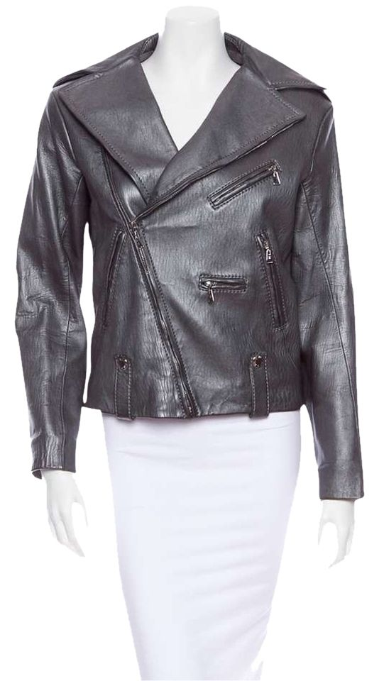Louis Vuitton Pewter Silver Lambskin Leather Motorcycle Jacket. Size FR 36. 100% Lambskin. Tonal stitching, asymmetrical zipper closure, oversize lapels, elbow patch detailing, zippered accents, chrome / silver tone hardware. Four (4) zippered pockets to front and zippered vent to verso. 100% Silk silver quilted lining. Excellent gently used condition with little to no wear, superficial scratching to hardware, light wear to lambskin from gentle use. From the 2007 Fall and Winter Runway…