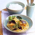 Een heerlijk recept: Thaise groene curry met zoete aardappel en aubergine