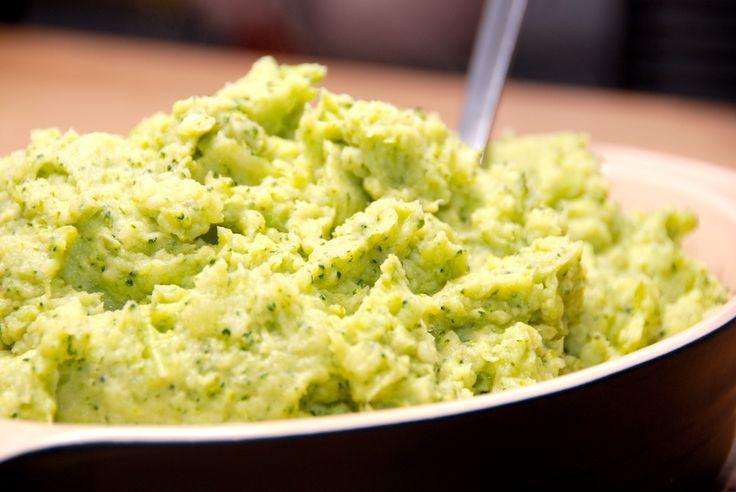 Her er den bedste opskrift på kartoffel og broccoli mos, og den er virkelig lækker. Mosen er samtidig flot på grund af den grønne farve. Kartoffel og broccoli mos er lækkert tilbehør til blandt and…