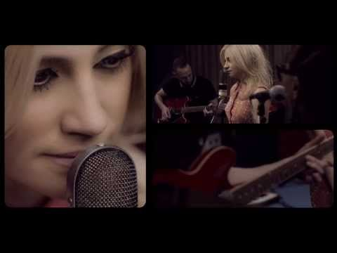 ▶ Pixie Lott - Wake Me Up [Live at The Pool] Loved this song before, but this stripped down cover is amazing