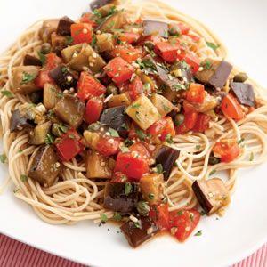 Receta de pasta pomodoro con berenjena. Vegetariana y baja en calorías http://clubvive100.com/receta-de-pasta-pomodoro-con-berenjena-vegetariana-y-baja-en-calorias/ Club Vive100