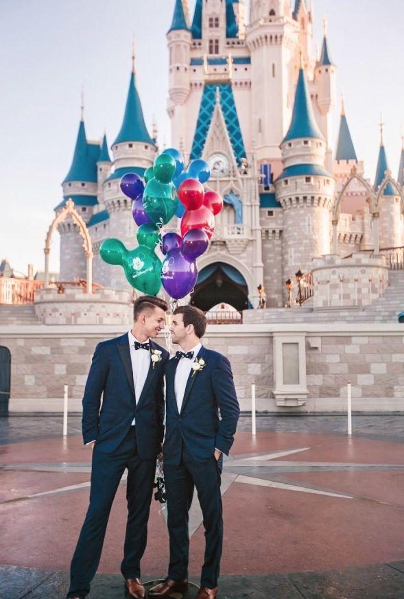Verträumte Disney-Themen-Gleichgeschlechtliche Hochzeit  - DisneyThemenGleichgeschlechtliche, Hochzeit, Verträumte - Mode Kreativ - http://modekreativ.com/2016/12/08/vertraumte-disney-themen-gleichgeschlechtliche-hochzeit.html
