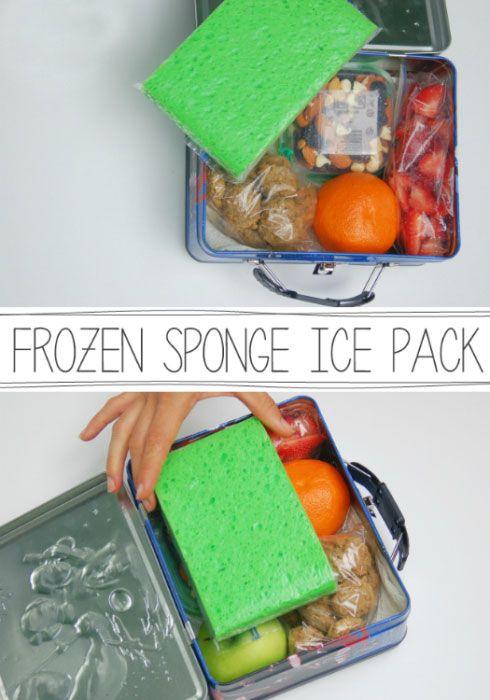 Положите замороженную губку или бутылку в коробку для завтрака, чтобы продукты не испортились в жаркую погоду. Читать больше: http://nasovet.info/topics/roditelskie-hitrosti/
