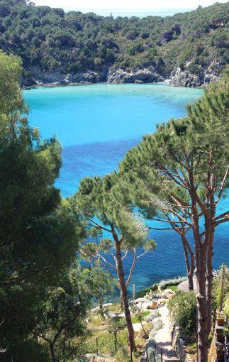 Partons pour un voyage sur l'Ile d'Elbe Isola d'Elba, l'une des îles de l'archipel toscan. Des vacances en famille en fourgon aménagé idéales au printemps!