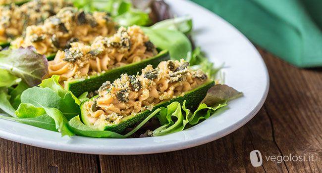 Le zucchine ripiene senza forno con crema di fagioli bianchi di Spagna è una ricetta per un secondo semplice e decisamente fresco.