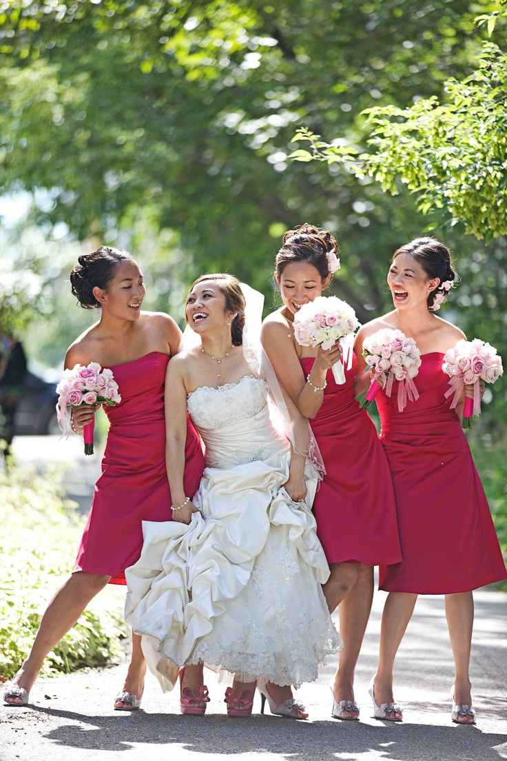 Fun with the girls! Bridesmaids dresses in hot fuschia pink. Photo by Andras Schram Photography