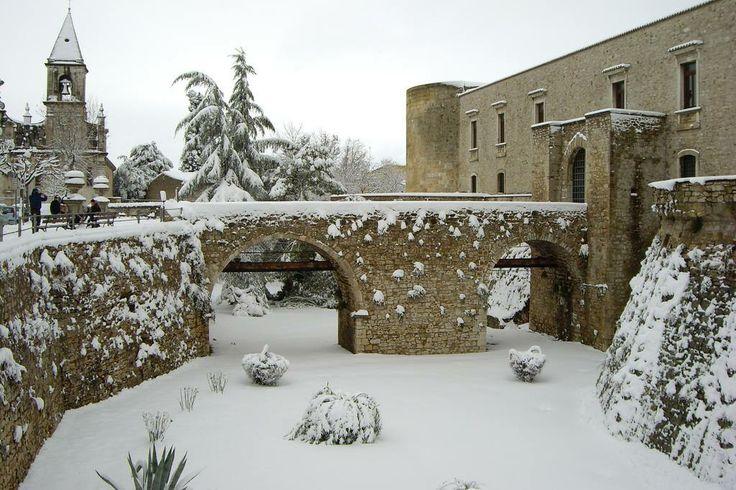 castello di Venosa - Basilicata - 40°58′00″N 15°49′00″E