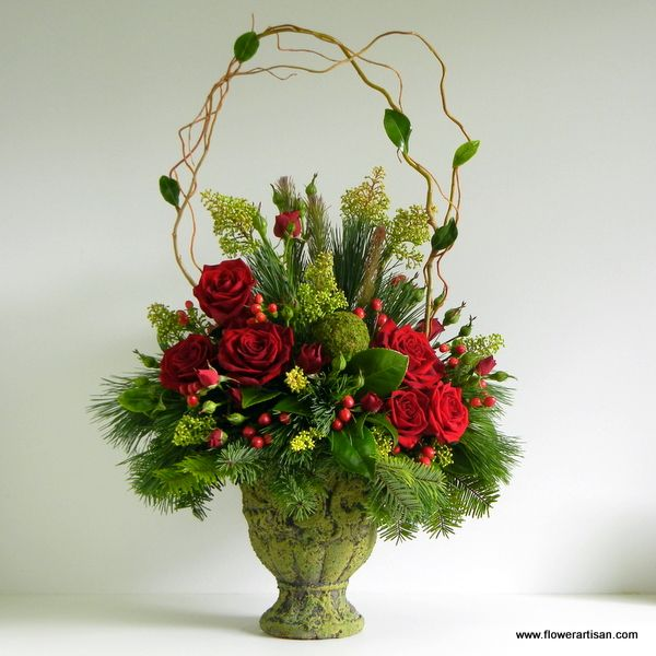 Best 25 christmas floral arrangements ideas on pinterest for Poinsettia arrangements