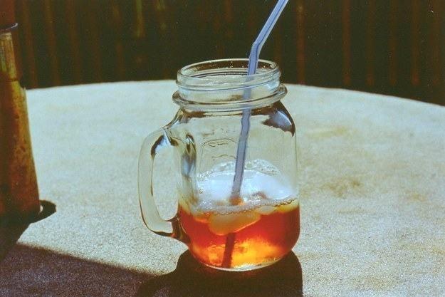 Chá nos Estados Unidos - O chá gelado doce é uma das bebidas mais consumidas nos Estados Unidos. Para prepará-lo, usa-se chá preto, açúcar, suco de limão e uma pitada de bicarbonato de sódio.