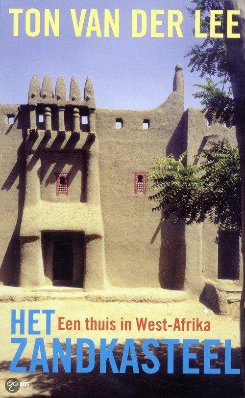 Het zandkasteel / Ton van der Lee 2009 Een Nederlandse filmproducent vlucht voor de stress van zijn werk en de samenleving om ergens in Afrika een huis te bouwen. Het boek beschrijft de zoektocht die hem in Mali en de oude stad Djenne brengt, waar hij besluit zijn 'zandkasteel' te bouwen in de eeuwenoude architectuur waarom de stad internationaal beroemd is geworden. Het verhaal vertelt op ontroerende wijze hoe de auteur zijn plaatsje vindt in deze oude cultuur,