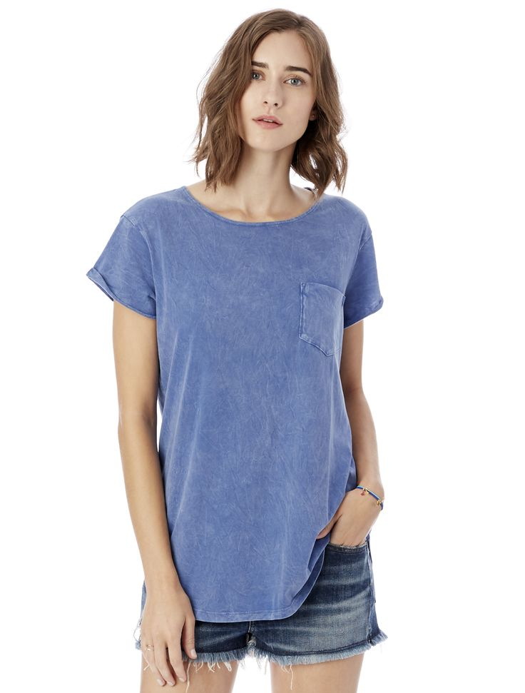 This tomboy tee, made with our super-soft Supima cotton, has unfinished  edges and rolled and tacked sleeves for a minimal, casual warm-weather look.