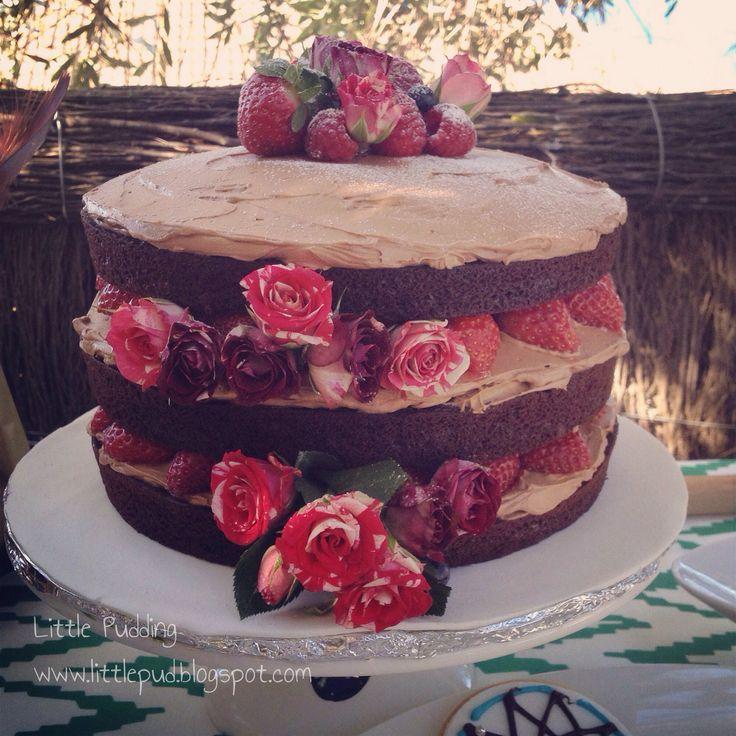 Chocolate buttermilk naked cake with roses and berries #nakedcake #chocolatecake #birthdaycake #littlepuddingcakes #celebrationcake