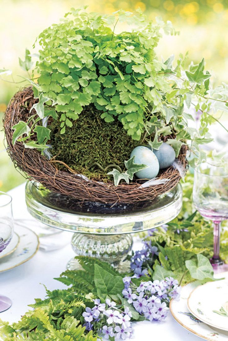 We offer wonderful ideas on how to decorate your table for Easter.