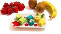 Sushi de arroz con leche, crepes y fruta. Recetas divertidas, trampantojo