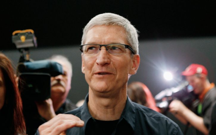 Apple CEO Tim Cook challenges college graduates to make a difference | The theme was a familiar one as far as graduation speeches go. But Cook gave it a personal touch by invoking his mentor, Steve Jobs, the Apple founder who he replaced just before his death four years ago, and the company's can-do ethos. (17/05/15) || Enlightenment