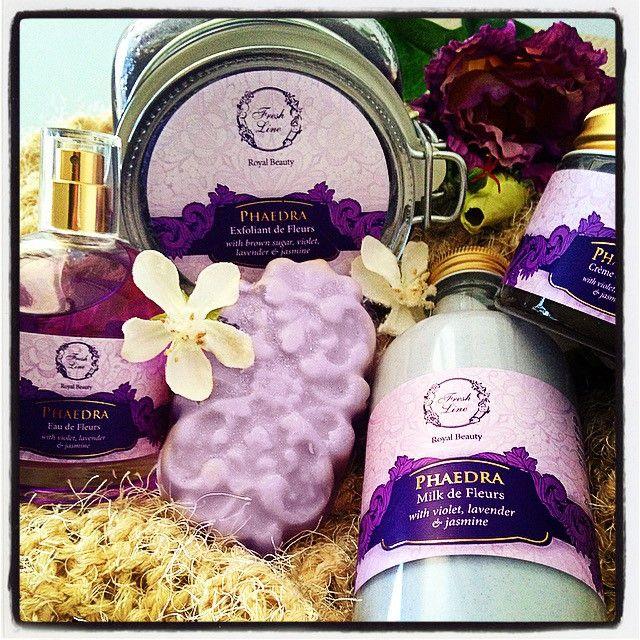 Για το άρωμα της σειράς Φαίδρα εμπνευστήκαμε από ένα μπουκέτο ανοιξιάτικων λουλουδιών!   Θηλυκή και λουλουδάτη με αέρα κομψότητας και ξυλώδεις, ζεστές πινελιές, η Φαίδρα θα απογειώσει τον ρομαντισμό σας!  #Royalbeauty #Phaedra #feminine #flowery #elegant