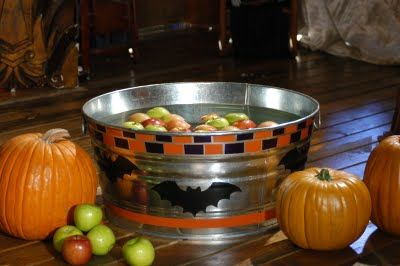 Halloween Themed Scavenger Hunt Ideas    Lots of cool ideas for creating your own Halloween scavenger hunt!