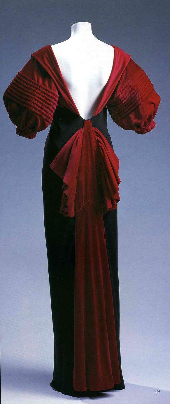 Вечернее платье. Эльза Скиапарелли, около 1947. Черный шелковый жоржет с атласной изнанкой, рукава и лента из бархата цвета «шокирующий розовый».