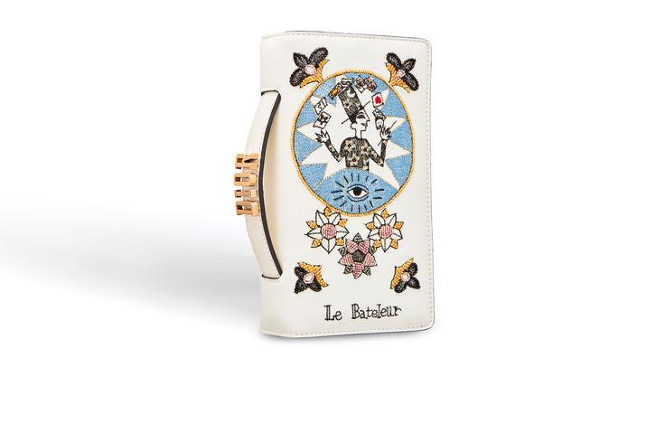 """Клатч tarot из кожи ягненка цвета экрю с вышивкой в виде карты таро """"маг"""" - Dior"""