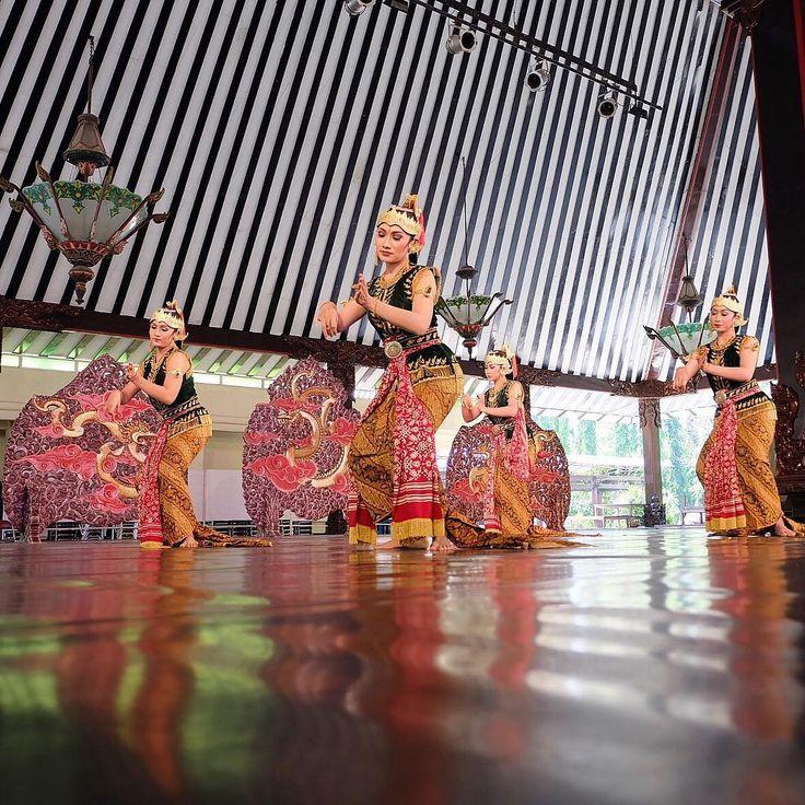 #IndonesiaKaya  Tari Srimpi, di Taman Budaya Jawa Tengah, Surakarta.