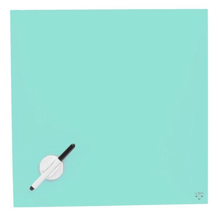 Magnetisk oppslagstavle med estetisk tiltalende tegneflate i herdet glass (4mm). Leveres med tusj, svamp, skruer og plugger.