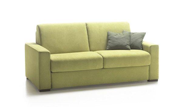 Divano letto di linea moderna Azzorre Easy con materasso alto cm. 18 ( disponibile in poliuretano espanso oppure in memory foam ). Il rivestimento del divano letto Azzorre Easy può essere scelto in tessuto sfoderabile oppure in pelle.