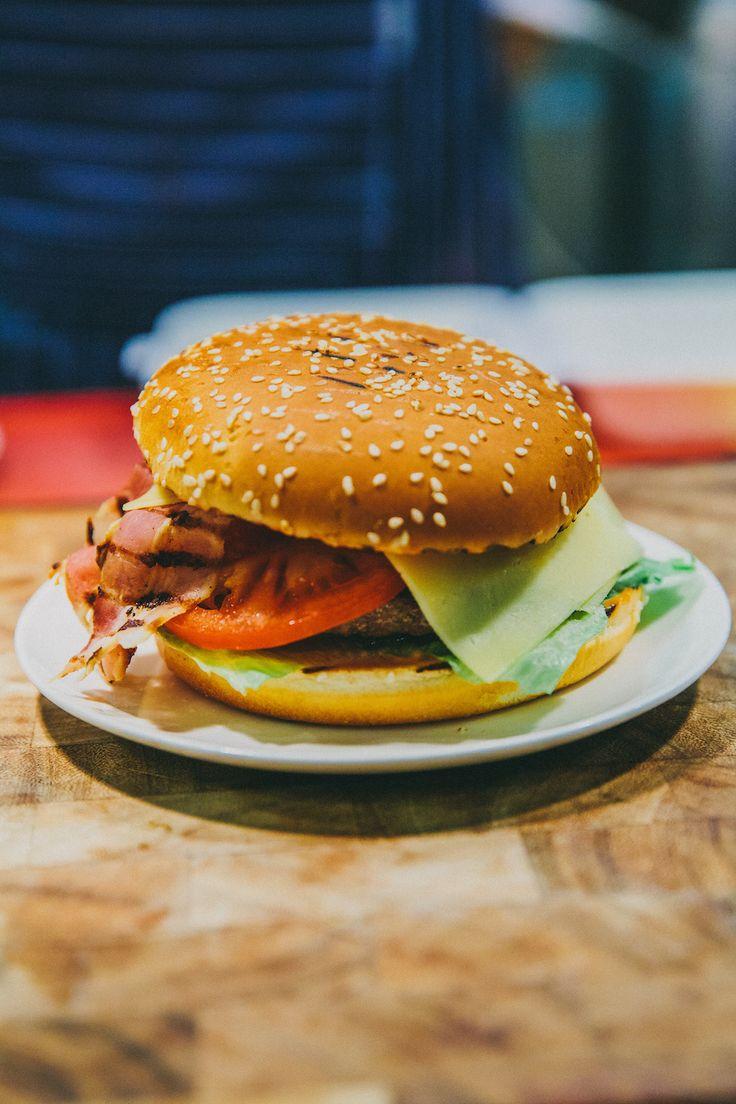 Бургер с говяжей котлетой #obedbufet #ginzaproject #food #burger #yummy #love