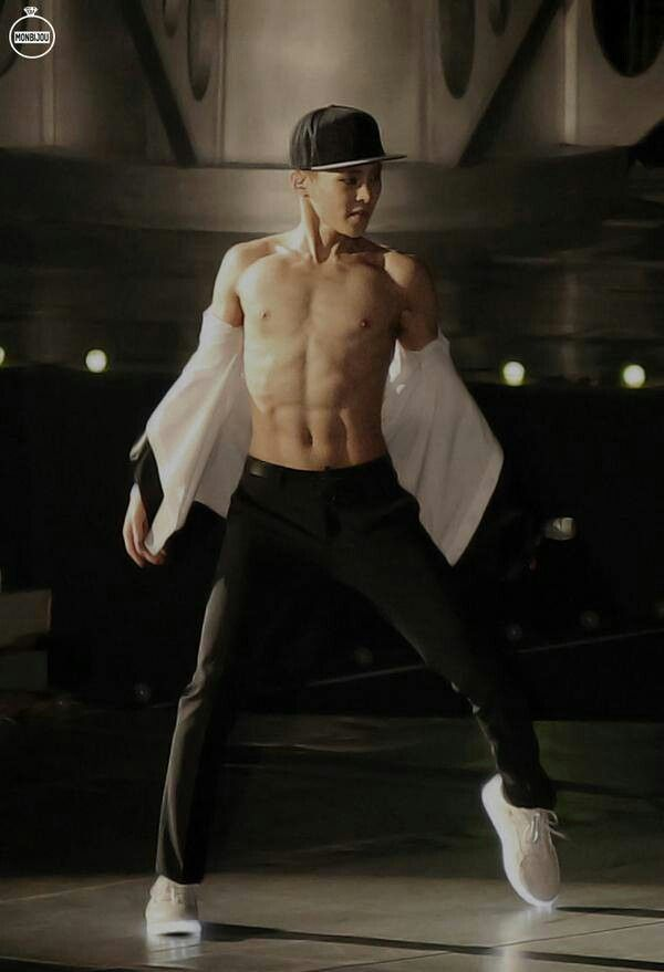 He is a great Dancer. I love it  when guys can dance >///<