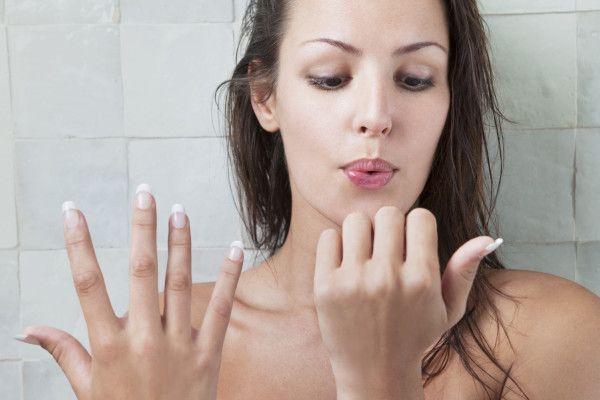 Ihre brüchigen Nägel wieder in einen guten Zustand zu bringen, ist möglicherweise so einfach wie sie in Pflanzenöl zu tauchen – Nail Art Ideas