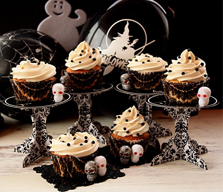 love those lovely individual card stock cupcake stands halloween cupcakes orange cramberries cupcakes - Halloween Cupcake Holder