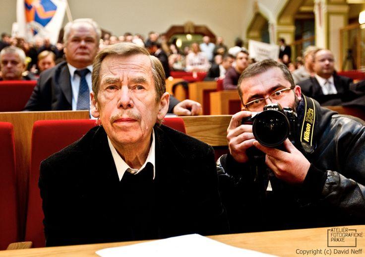 Fotograf František Ortmann, který se  věnuje komerční ateliérové fotografii. http://afop.cz/blog/osobnost/fotograf-frantisek-ortmann/  #fotograf #osobnost #fotografovani #fotoaparát #workshop # #fotografie #fotokurz