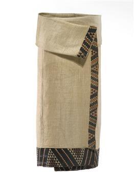 Kaitaka paepaeroa (fine flax cloak with vertical weft rows and taniko borders) 1800-1840; Te Ati Awa iwi (tribe); muka (flax fibre), natural dye; On loan from David Pitt (DE000107/1)