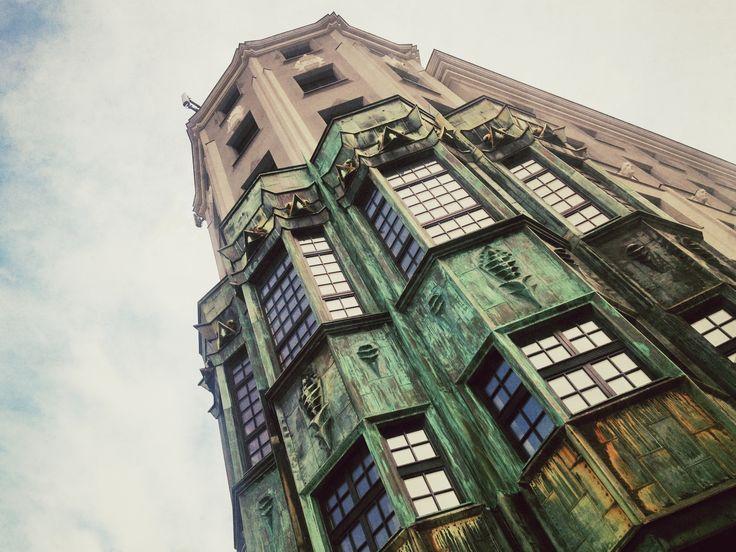 Dawny Hotel Admiralspalast w Zabrzu. Przed wojną zupełny hit, wizytówka miasta. Budynek przedstawiany na większości pocztówek i folderów miasta. American style. Na pierwszym piętrze mieściła się kawiarnia, restauracja oraz sala balowa na 500 osób. W ogrodzie na dachu hotelu znajdował się krąg taneczny dla 350 gości.  #townhouse #kamienice #slkamienice #silesia #śląsk #zabrze