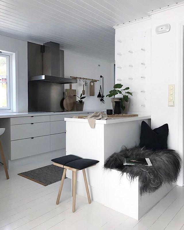 die besten 25 regal hinter der couch ideen auf pinterest creme schlafzimmerm bel. Black Bedroom Furniture Sets. Home Design Ideas