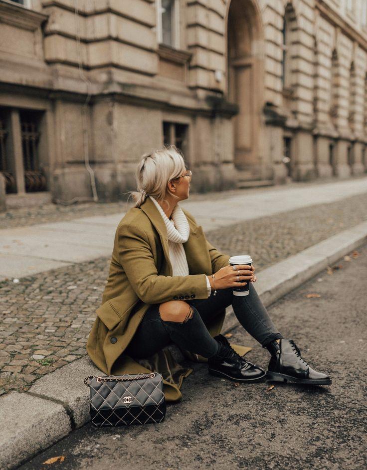 OUTFIT-Grüner-Mantel-Vintage-Chanel-Tasche-Boots-Trendfarbe-Greenery-modeblog-fashionnblog-fashionzauber-aline-kaplan-13