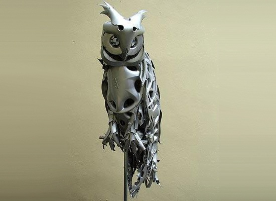 British artist Ptolemy Elrington creates art out of scavenged hubcaps.Thoughts, Ptolemy Elrington, Hubcaps Art, British Artists, Metals Art, Owls Art, Hubcaps Sculpture, Animal Sculpture, Owls Stuff