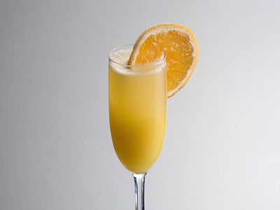 Tired of having plain old fresh orange juice for breakfast? Try non-alcoholic mimosa. The virgin mimosa not only looks cool in a champagne flute but simple mix of orange juice, ginger ale and grenadine tantalizes taste buds as well.