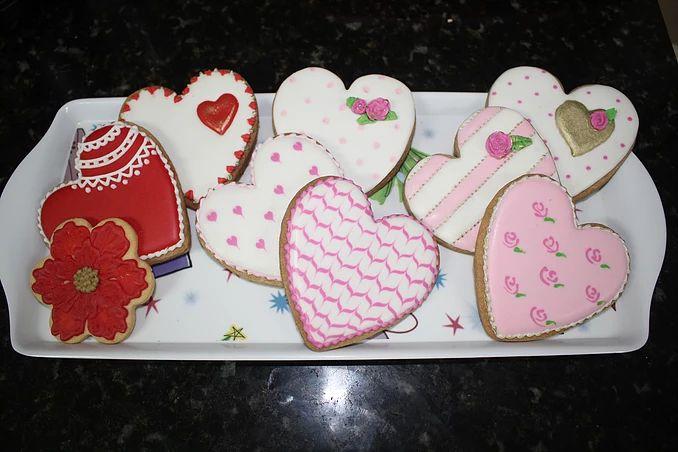 sukielanzafestas |  Biscoitos amanteigados decorados com glace real. Excelente para presentear no dia das mães