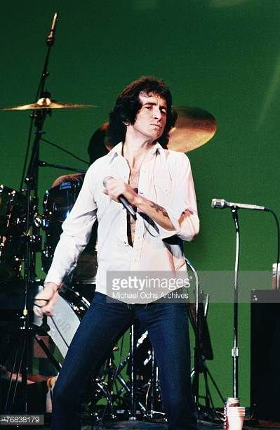 singer-bon-scott-of-acdc-rehearses-for-a-gig-circa-1977-in-hollywood-picture-id76838179 (399×612)